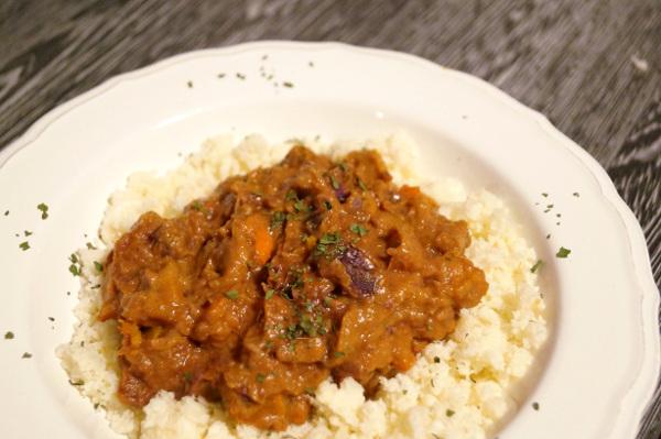 Curry mit Blumenkohlreis von Paleo AIP
